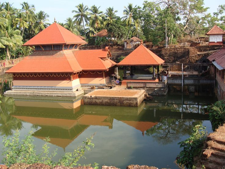https://flic.kr/p/8XwxGR | Sri Ananthapathmaswami Temple, Ananthapura | Temple dedicated to Lord Vishnu at Ananthapura in Kasargod District, around 6 km from Kumbala, Northern Kerala. The whole temple is built in the middle of a pond and is believed to be the original seat (Moolasthana) of Ananthapadmanabha Swami (Padmanabhaswamy temple) Thiruvananthapuram. Legend has it that this is the original site where Ananthapadmanabha settled down.