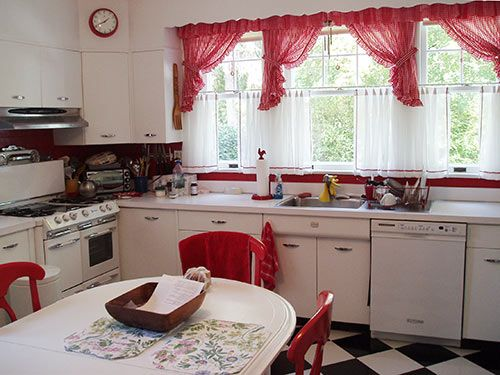 1930+kitchen | ... sunny red and white vintage kitchen for his 1930 Dutch colonial house