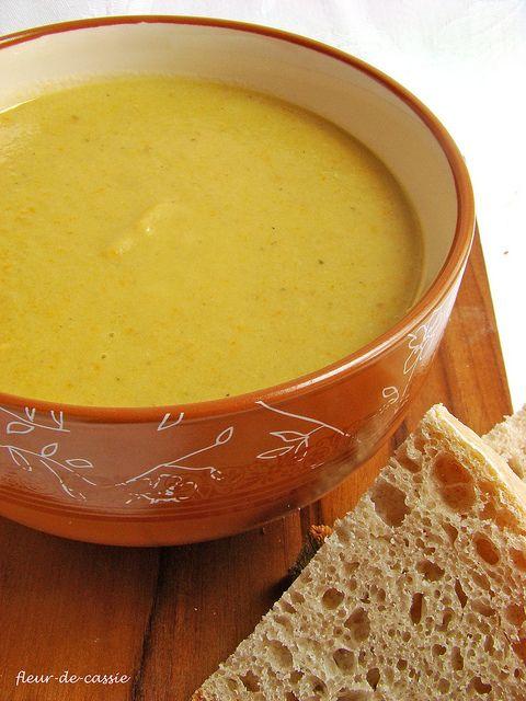 Суп с запеченными баклажанами и чесноком