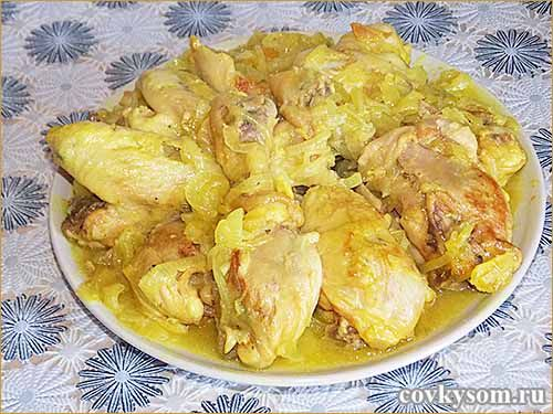 Мягкая и нежная, необыкновенно вкусная курочка в луковом соусе.