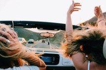 мечта, вождение, свобода, девушки, счастливые