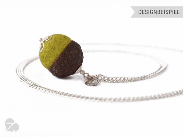 """Eichelhut Kette """"QuerKuss Filz Gelbgrün"""" #Z19 von Zimelie - Natürlicher Schmuck aus verzierten Nüssen auf DaWanda.com"""