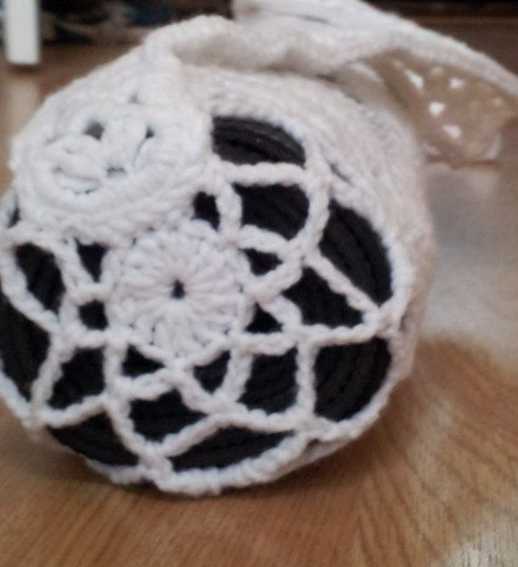 encaje crochet bolsa de estera de yoga en blanco.
