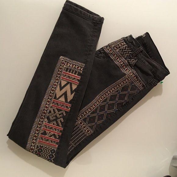 BDH mid rise twig ankle 26w 29L Super cute Aztec Jeans BDG Jeans