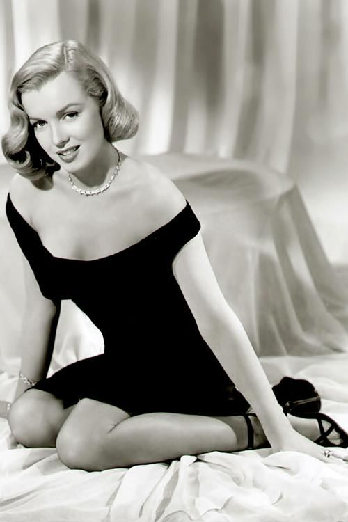 """Marilyn Monroe In A Publicity Photo For The """"ASPHALT JUNGLE."""" 1950."""