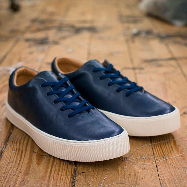 Upton wholecut sneaker