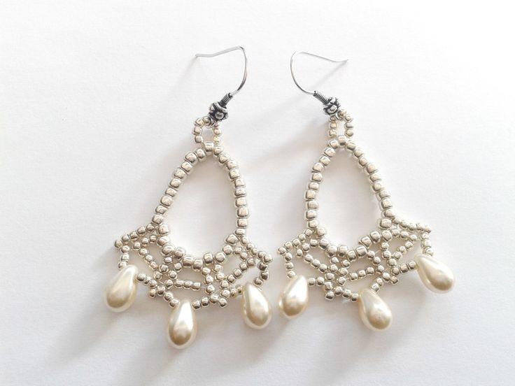 Orecchini chandelier - semplici orecchini perline argento e gocce bianche - un prodotto unico di tizianat su DaWanda