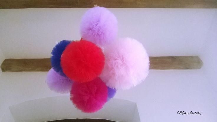 Pompony na suficie :)