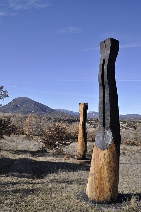 Berdún. David Nash. Conjunto escultórico #davidnash #sculptor #wood #nature #art #landscape