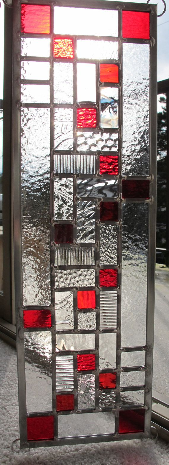 Panneau de fenêtre vitrail rouge moderne par VancouverStainGlass                                                                                                                                                      Plus