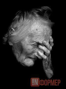 В Севастополе пенсионерка вышла в подъезд, где лишилась кошелька и документов http://ruinformer.com/page/v-sevastopole-pensionerka-vyshla-v-podezd-i-lishilas-koshelka-i-dokumentov  Сегодня около полудня в Гагаринском районе Севастополя произошло ограбление. Как стало известно «ИНФОРМЕРу», неизвестный вырвал из рук пожилой женщины кошелек, в котором находились денежные средства и документы потерпевшей.«Злоумышленник подкараулил жертву в подъезде жилого дома №10 по проспекту Гагарина…