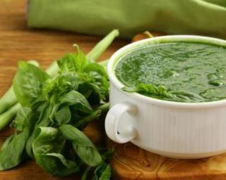 Soupe de légumes verts mange-graisse : Savoureuse et équilibrée | Fourchette & Bikini
