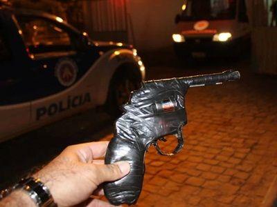 Noticiário de Hoje: Brumado: Jovem invade mercado com arma de brinqued...