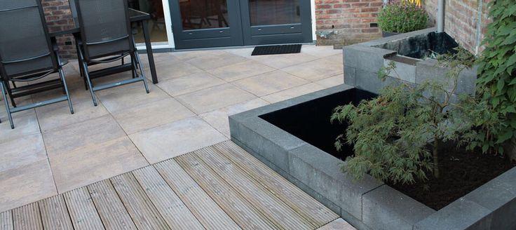 Tuin afbakenen met beton-bielzen.