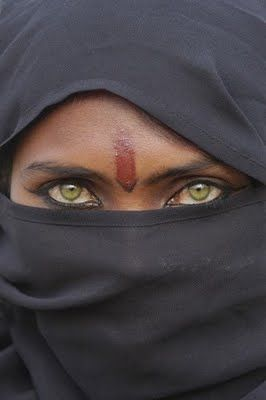 Just makes you want to see whats under the veil so bad...