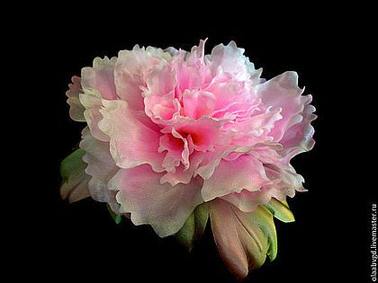 """Пион """"Луи"""" в японской технике - розовый,пион из шелка,украшение для девушки.Нежный шёлковый пион, выполненный в японской технике, полностью ручная работа. Ярко-розовый цвет поднимает настроение её хозяйке и окружающим! Можно носить как брошь, и прикалывать на аксессуары! В подарок - уютная коробочка для хранения этого украшения!"""