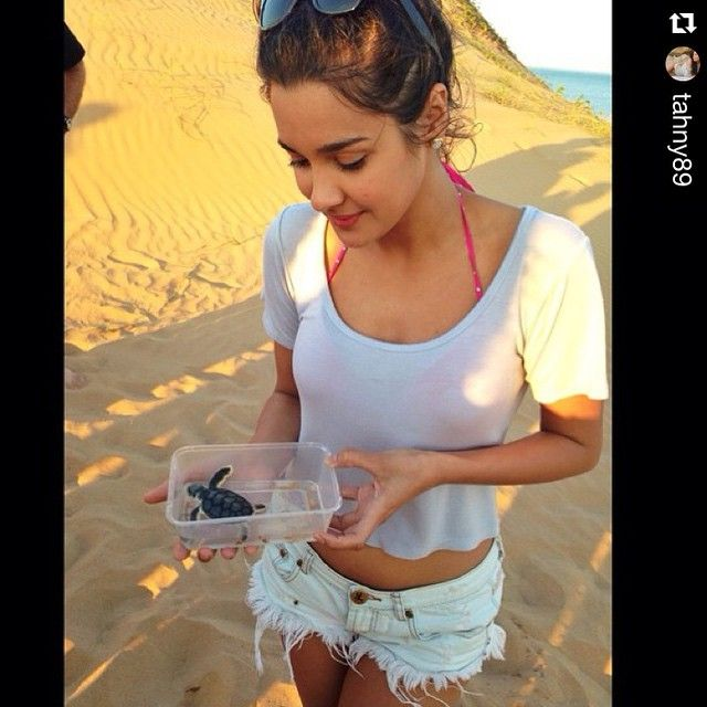 #Repost @tahny89.  Two gorgeous girls - it was our privilege to introduce Tahan Lew to a #flatback #hatchling and the Austurtle researchers as they go about their #seaturtle business on #baresandisland last night. ・・・ Baby Turtles!! One of the best tours I have ever been on!! Thanks @seadarwin @ausoutbacknt for such a cool experience  #NTaustralia
