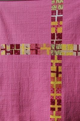 Back of cross quilt, Quilt It. GREAT BACK IDEA