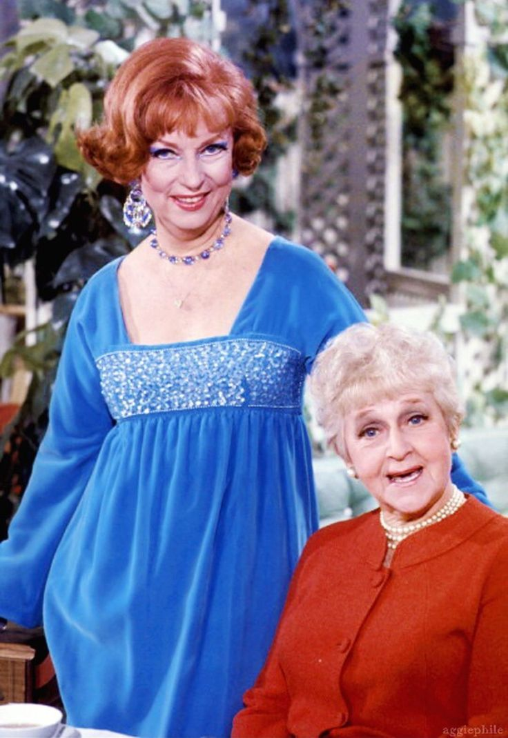 """Bewitched"" the Mothers-in-Law; Agnes Morehead as 'Endora' and Mabel Albertson as 'Mother Stevens'"