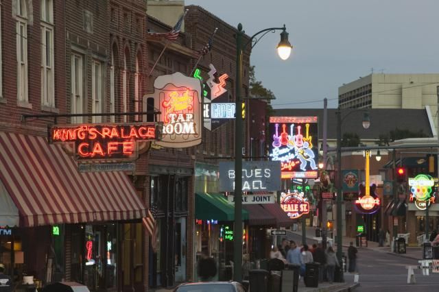 A comprehensive listing of all the bars, restaurants, and clubs on world-famous Beale Street in Memphis, Tennessee.