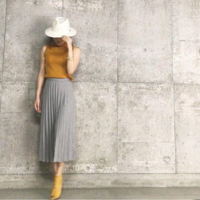 """2016年のユニクロの春夏アイテムで大ヒットしたもののひとつが、「シフォンプリーツスカート」。プチプラなのに""""高見え""""なアイテムで、美しいプリーツとゆらゆら揺れるシフォンは多くの方を虜にしました。 その「シフォンプリーツスカート」に続く秋の新作アイテムが登場。「ハイウエストプリーツミディスカート」「"""