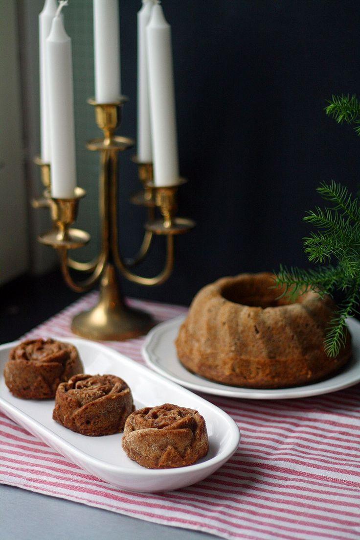 Taatelikakku kuuluu olennaisesti jouluun, ja meillä mummi tekee maailman parasta taatelikakkua. Itse en ole monestikaan kyseistä kakkua tehnyt, koska mummin kakun kanssa on turha lähteä kilpailemaan. Tänä vuonna kuitenkin halusin tehdä joululahjaksi taatelikakkua – mutta...