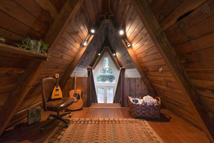 Schau Dir dieses großartige Inserat bei Airbnb an: Cozy A-Frame Cabin in the Redwoods - Häuser zur Miete in Cazadero