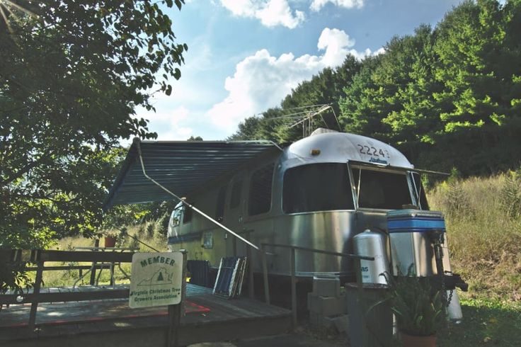 Camper/RV in Abingdon, United States. A cute, rustic little Airstream trailer on the river with two single beds, one double sofa bed, a refrigerator, stove and oven, bathroom with a small shower, and a deck for morning coffees, picnic lunches and evening drinks.  It has experienced 30...