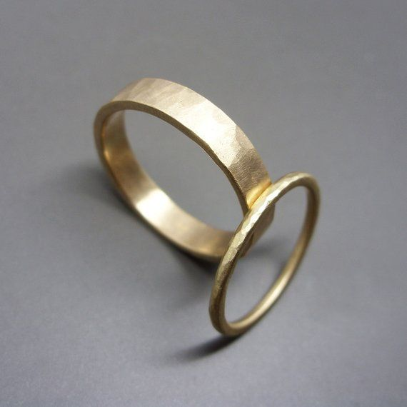 Hammered Gold Wedding Band Set in Solid 14k Yellow or Rose Gold. 1.6mm round and 4mm flatbands, polished or mat