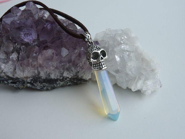 Collier en opal - pendentif crâne de cristal - pointe de cristal - collier reiki - collier en pierre - pendentif opal - style rock - galaxie de la boutique PerlesetMerveilles sur Etsy
