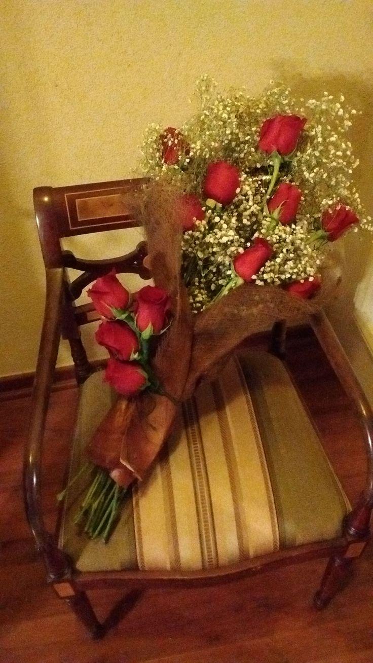 Ramo de rosas y gypsophillias para homenajear al un invitado de un evento.