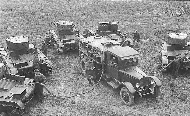 Советские легкие танки Т-26  на заправке  1936