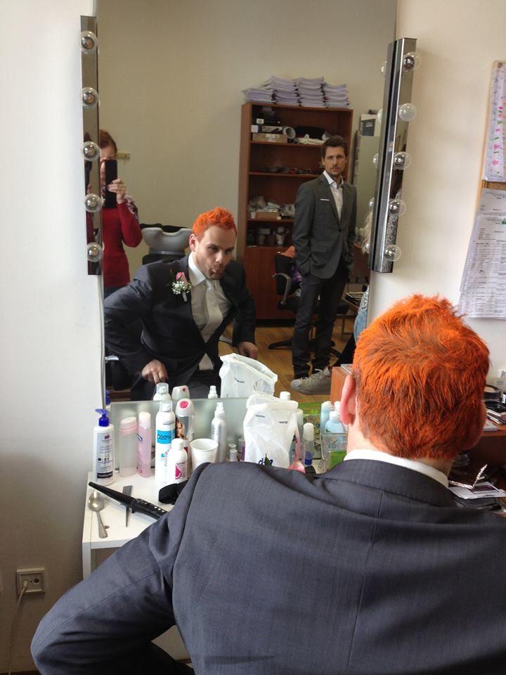 Ženísi Igor a Martin z Búrlivého vína sa pred nakrúcaním spoločne obdivovali v zrkadle maskérne :-D