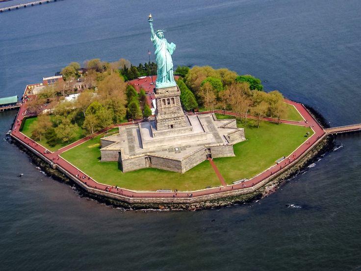 ニューヨークといえば自由の女神!リバティ島