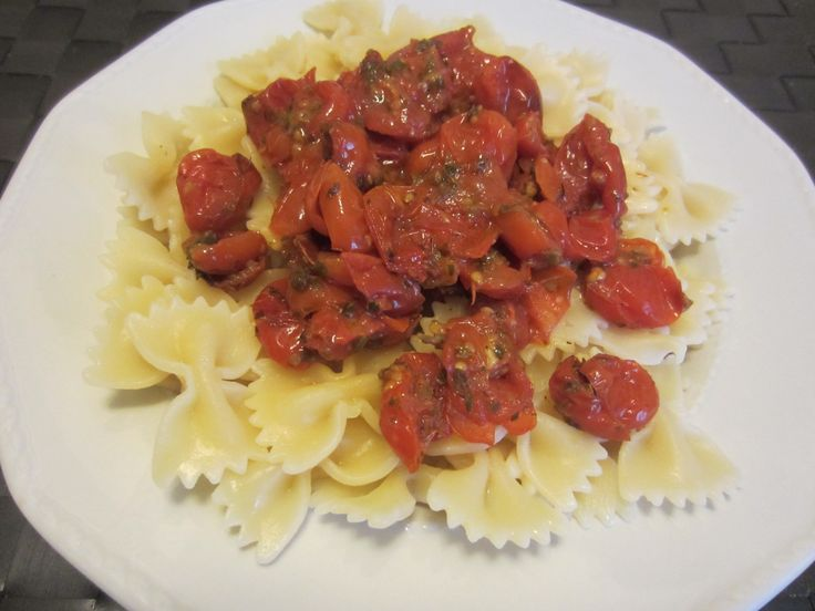 Pasta with baked fresh tomato sauce: a really delicious, easy, authentic Italian dish www.easyitaliancuisine.com