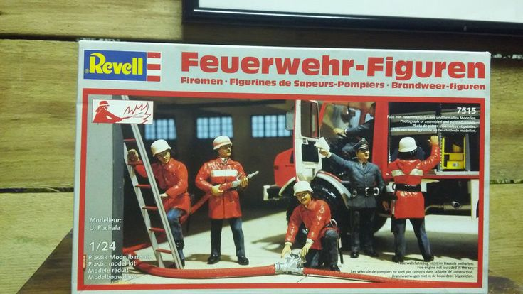 1/24 REVELL 6 FIRE FIGHTERS FIGURINES DIORAMA W GERMANY KIT FOUND IN STORAGE  #Revell