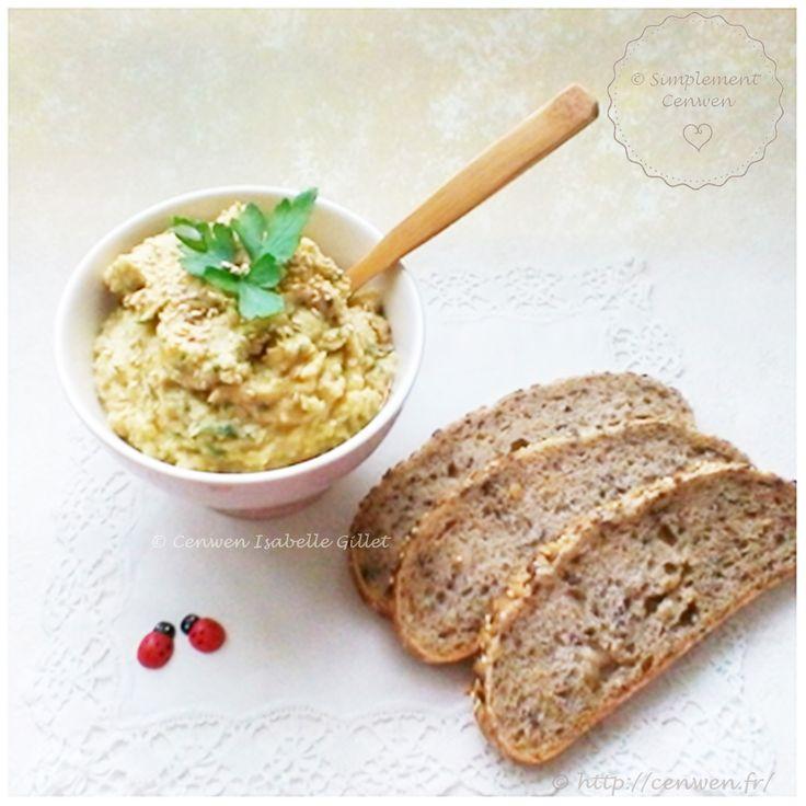 Tartinade de pois chiches ~ recette économique et gourmande à déguster à l'apéritif ou en entrée avec du pain grillé et/ou des bâtonnets de légumes.