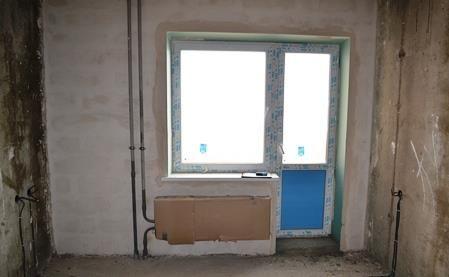 Когда надо начинать ремонт в квартире долевого строительства? Иногда застройщик предлагает: «Хотите быстрее вселиться в квартиру? – можете начинать ремонт сейчас, не дожидаясь срока передачи квартиры». (Напоминаю, что застройщик может передать квартиру дольщику только после получения разрешения на ввод дома в эксплуатацию). Для застройщика это выгодно, так как дольщик выполнит часть работ, которые сделать застройщик. Для дольщика это предложение тоже кажется выгодным...