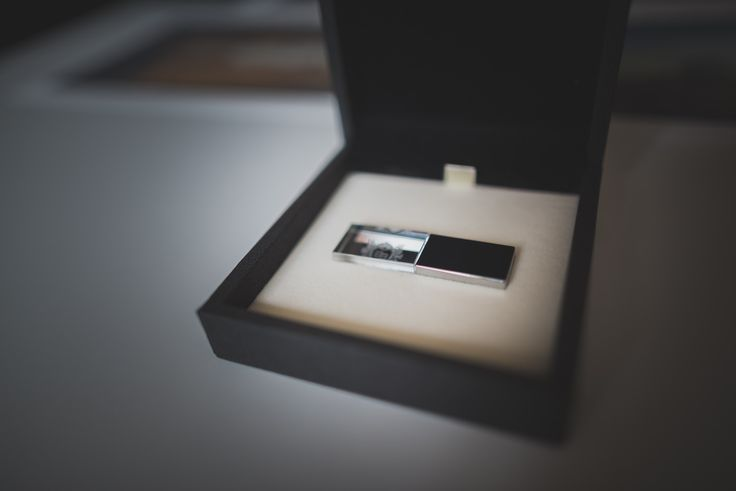 Wedding pictures in USB