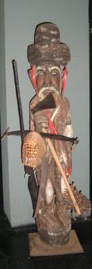 Escultura Caboclo. Museu Histórico Celso Formighieri Sperança. Rua Barão do Cerro Azul, nº 355, Cascavel-Paraná. O museu está aberto à visitação de segunda à sexta-feira em horário comercial das 8:00 hs ao 12:00 hs e 13:30 hs às 17:30 hs. Agende sua visita: (45) 3902-1369 ou museuhistorico@cascavel.pr.gov.br