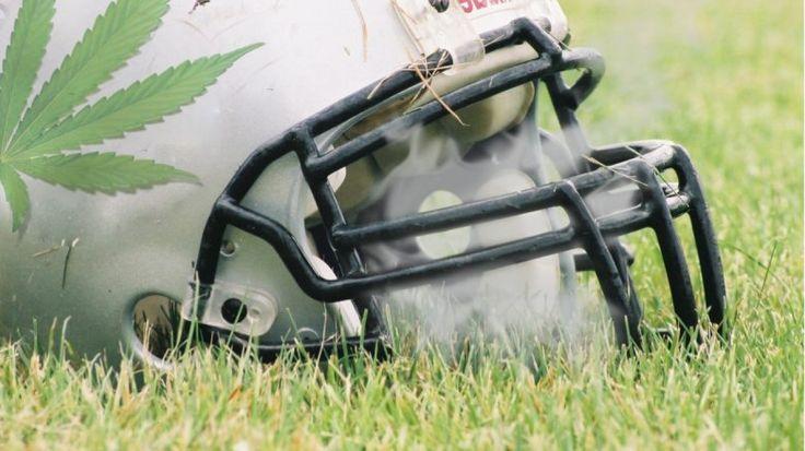 Jugadores de la NFL apoyan la alternativa del cannabis contra el dolor crónico La adicción a los fármacos opiáceos se está convirtiendo en una epidemia mortal en los EE.UU. y los jugadores en la Liga de Fútbol Nacional están especialmen...