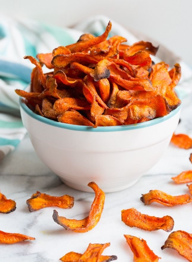 Carrots never tasted so good with this Healthy Baked Carrot Chips recipe.