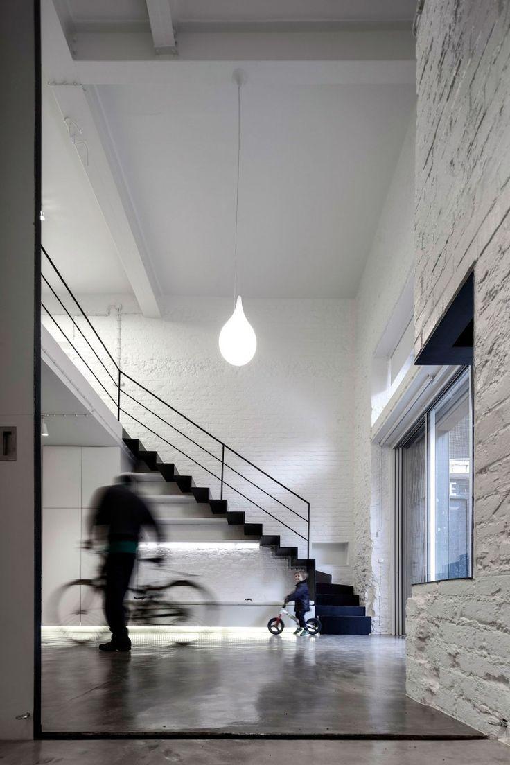 Loft avec escalier métal