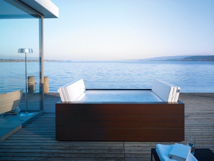 It looks like an elegant piece of furniture: the Sundeck Pool as freestanding variant.