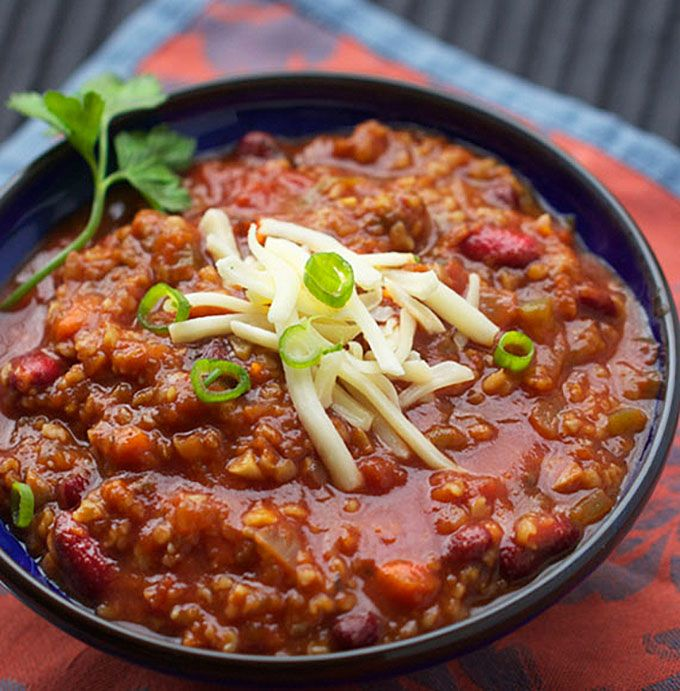 """My Favorite Vegetarian Chili: loaded with vegetables, beans and a secret ingredient that makes it """"meaty""""   Panning The Globe"""