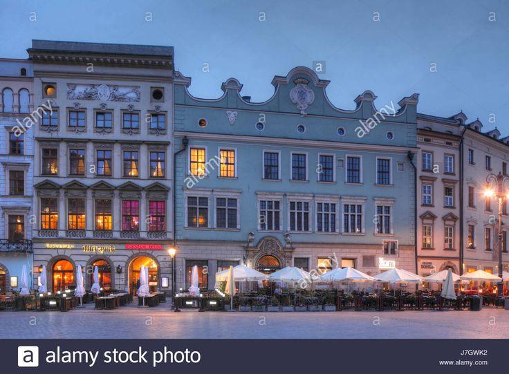 Dieses Stockfoto: Old Houses on the Rynek at dusk, UNESCO World Heritage Site, Krakow, Lesser Poland, Poland, Europe - J7GWK2 aus der Alamy-Bibliothek mit Millionen von Stockfotos, Illustrationen und Vektorgrafiken in hoher Auflösung herunterladen.