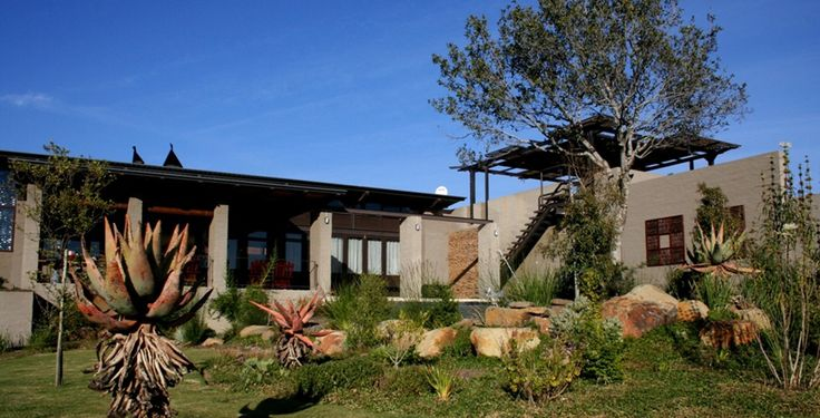 Contemporary farmhouse in Mooikloof, Pretoria. The design is earthbound and natural, adheres to principles of proportion, space, light and texture.