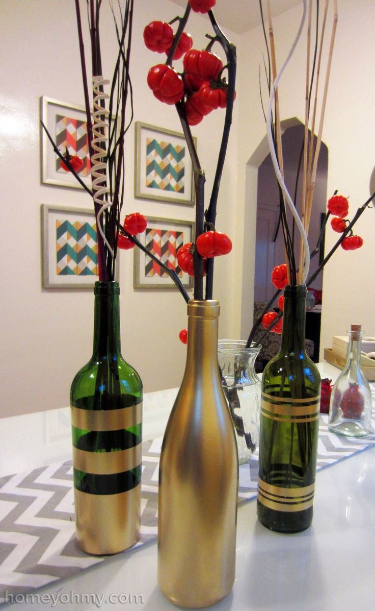 Diy spray painted wine bottles for fall decorating for Painted wine bottle wedding centerpieces
