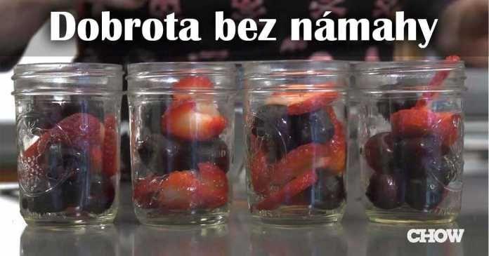 Upečte si bleskový koláč s ovocem a bez námahy - v zavařovací sklenici