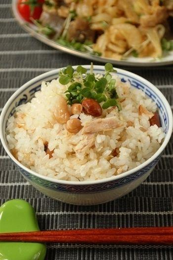 ツナを使った簡単炊き込みご飯♪塩麹を使っているのでふっくらとより美味しく炊きあがります。